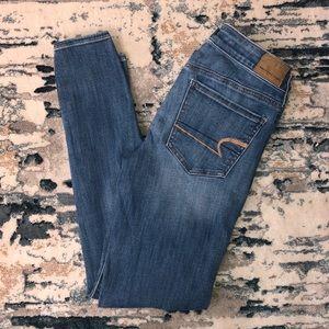 American Eagle | Medium Wash Skinny Jeans Size 2